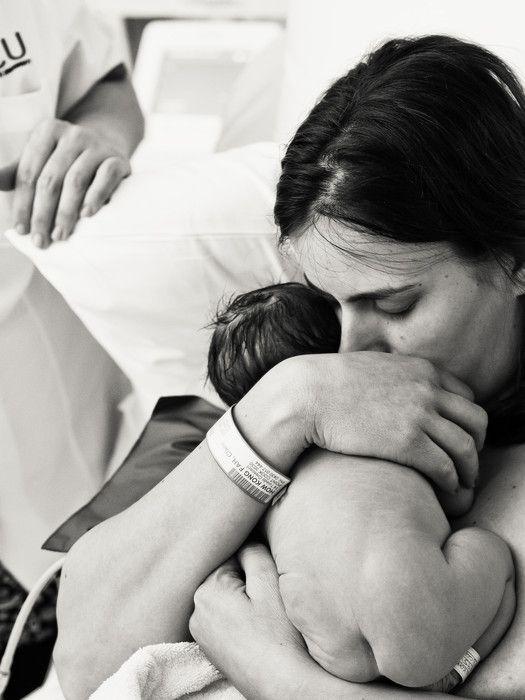 """""""...быть 100% готовой ни к беременности, ни к родам, ни к встречи с малышком нельзя, наверное. По крайней мере, я так это ощущаю. Но! Можно сделать многое: научиться расслабляться, узнать много полезного, освоить практики для разных случаев и именно этот процесс сделает время ожидания насыщенным, наполненным и очень теплым. Я шла кDaria UtkinaиИрина Сергеева (Irena Sergeeva) именно потому, что была уверена, что они смогут создать для нас безопасную атмосферу, а мне очень это было важно, т.к. в беременность я стала на 1000% уязвимее, чем раньше. И они создали, за что особое, пушистое спасибо! В мамских сообществах почему-то предвзято относятся к онлайн-курсам, называя их (они сговорились?) плавать в бассейне без воды. Вот нет. По крайней мере эти курсы «наливают воду» сразу. Никогда не забуду лед чуть ли не в первый день пятидневного марафона – куда уж нагляднее! Все хочу мужу это предложить попробовать) И вот уже стоя на пороге встречи с малышком хочется сказать, что я очень-очень благодарна Мирозданию за то, что оно подарило мне таких наставниц и всех вас. Я на себе ощутила, как важно быть в некоем кругу единомышленников, иметь возможность просто выговориться и не бояться травмирующей реакции. Поэтому, Даша и Ира, вы дали мне намного больше, чем знания, вы подарили уютное сообщество, куда можно незаметно для реального мира сбежать при первой необходимости и перевести дух."""